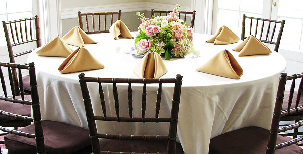 Why Prefer White Table Covers?